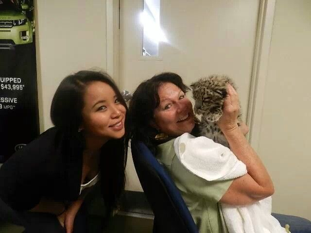 Jackie And Wendy Hang Out With A Snow Leopard At Jaguar Marin Marines Jaguar Hanging Out