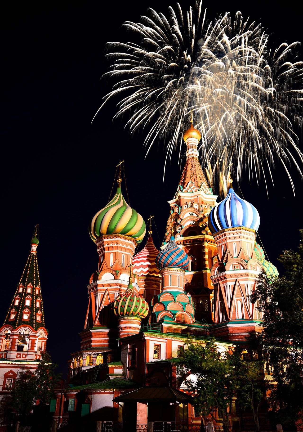 A Look at How New Year s Eve Is Celebrated Around the