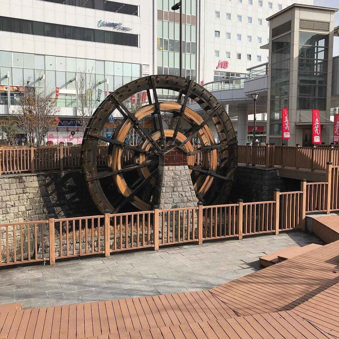 上田駅前にあった水車 製糸業や紡績業が盛んだった上田の象徴として置かれているそうです