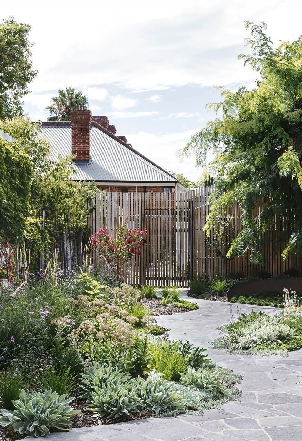 A clever garden path design brought this space together
