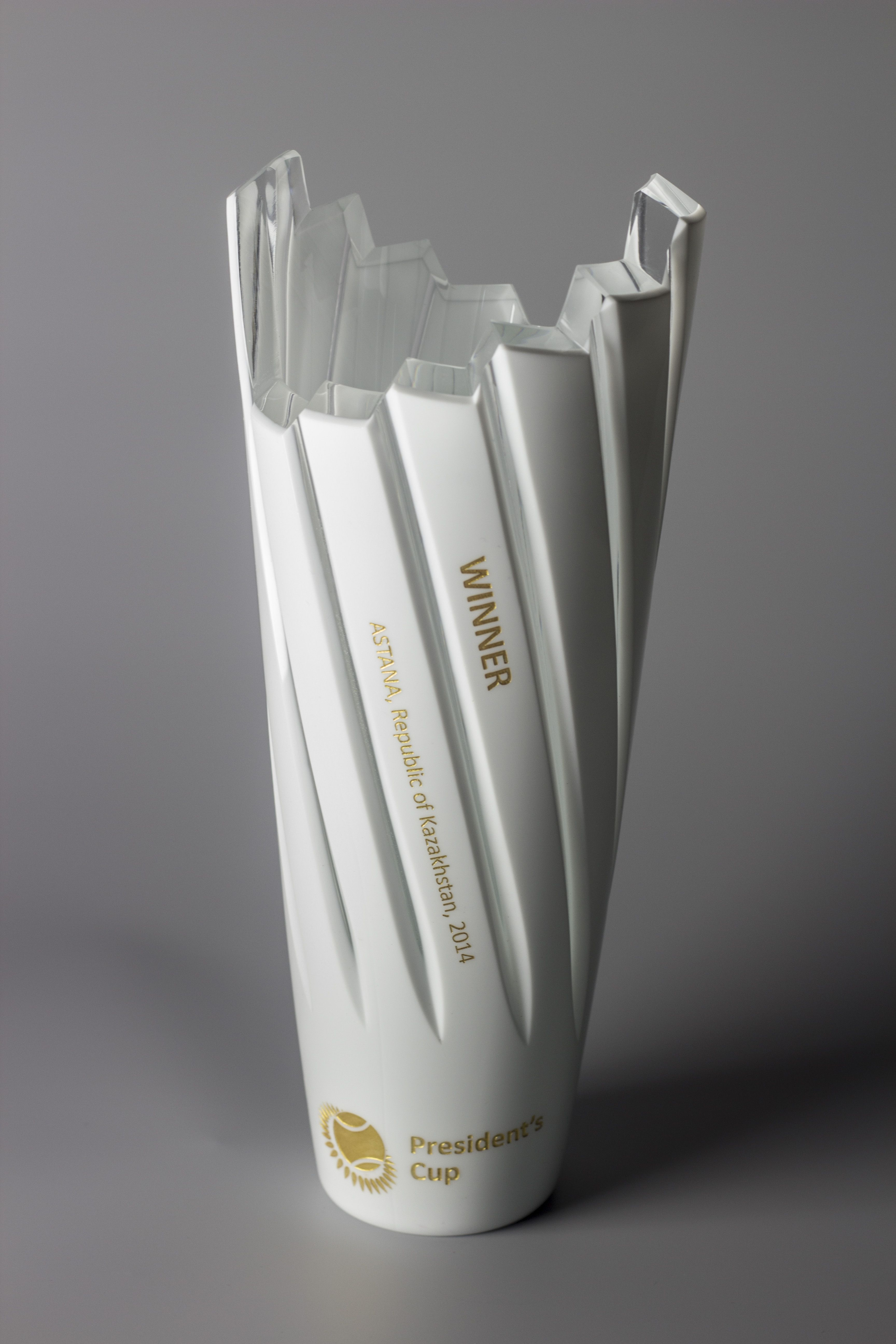 Unity tall modern trophy creative design beautiful materials not glass - Lasvit Creates Unique Crystal Trophy For The President S Cup Tennis Trophy In Astana