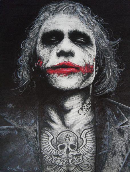 The joker got a tattoo joker batman universe chevalier - Batman contre joker ...