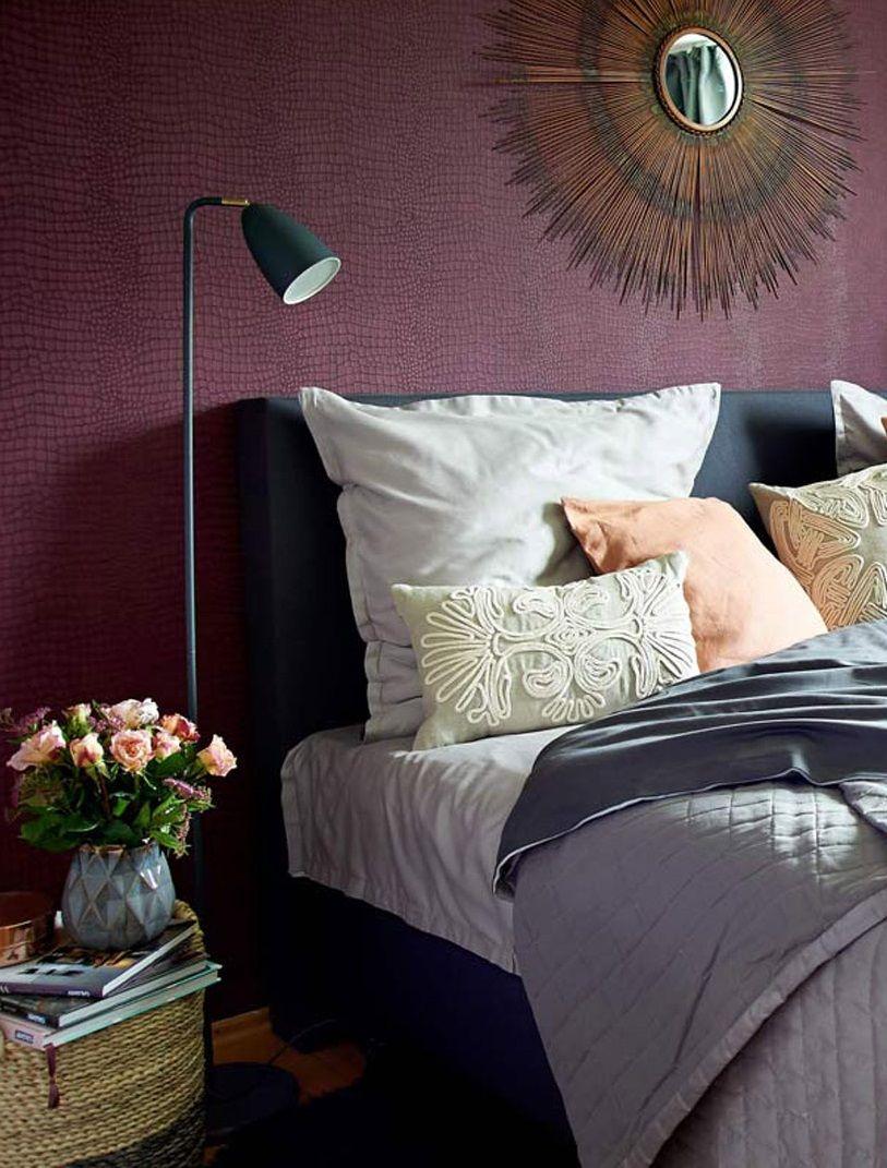 Die Trendfarbe 2018 Ultraviolett Auch Als Wandfarbe Sorgt Die Pantone Color 2018 Fur Fantasievolle Violettes Schlafzimmer Bettwasche Ideen Wohnen Und Leben