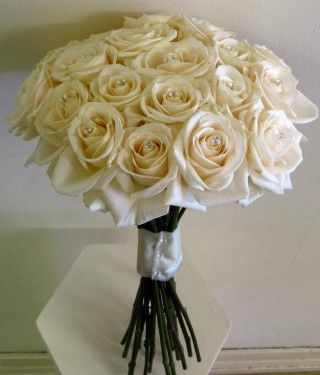 Cream Rose Bouquet For The Bridesmaids To Go With Purple Dresses