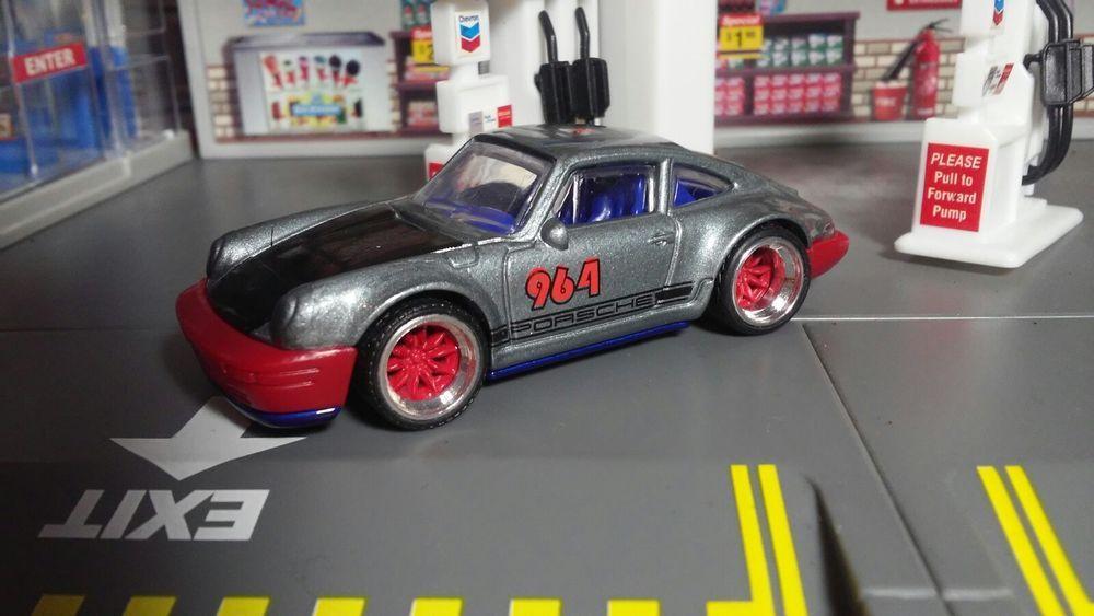 Hot Wheels 2018 1 64 71 Porshe 964 Super Custom Wheels By Al Gonzalez Hotwheels Porsche Custom Wheels Hot Wheels Porshe
