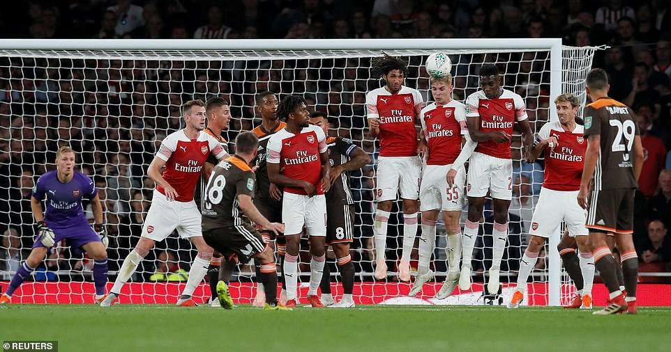 Arsenal 3 1 Brentford Welbeck Hits Double In Carabao Cup Victory Brentford Free Kick Arsenal