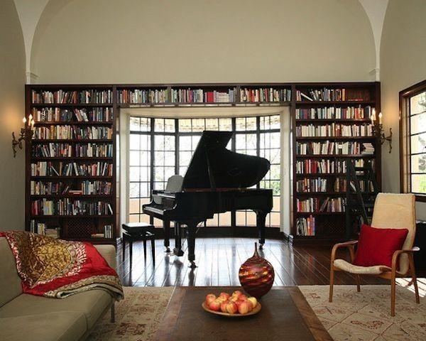 Salotto con grande libreria e pianoforte a coda future for Salotto con libreria