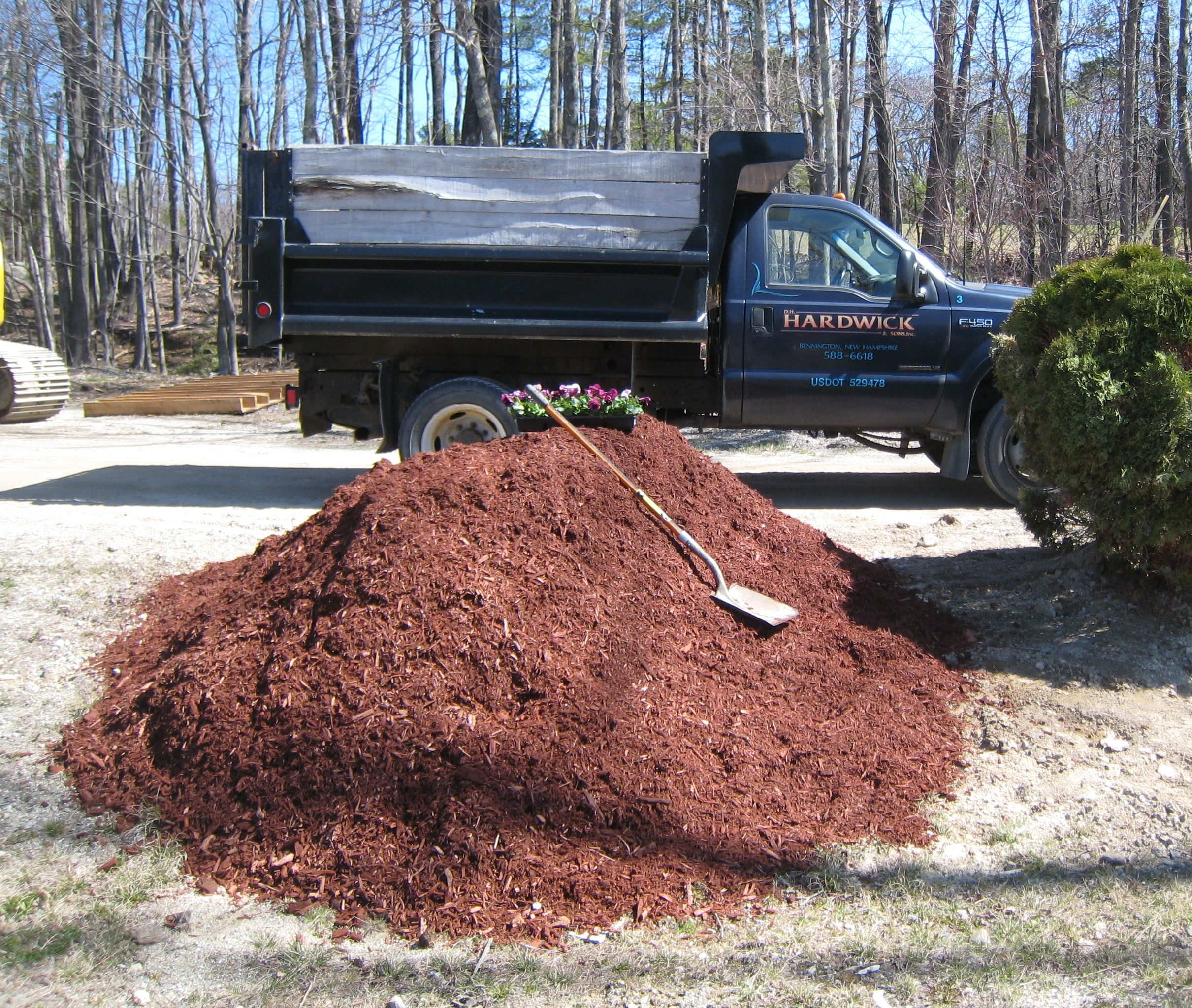 Ever Wonder How Much A Dump Truck Can Deliver Well Here It Is This One Ton Dump Truck Should Haul No M Sand And Gravel Home Landscaping Energy Conservation