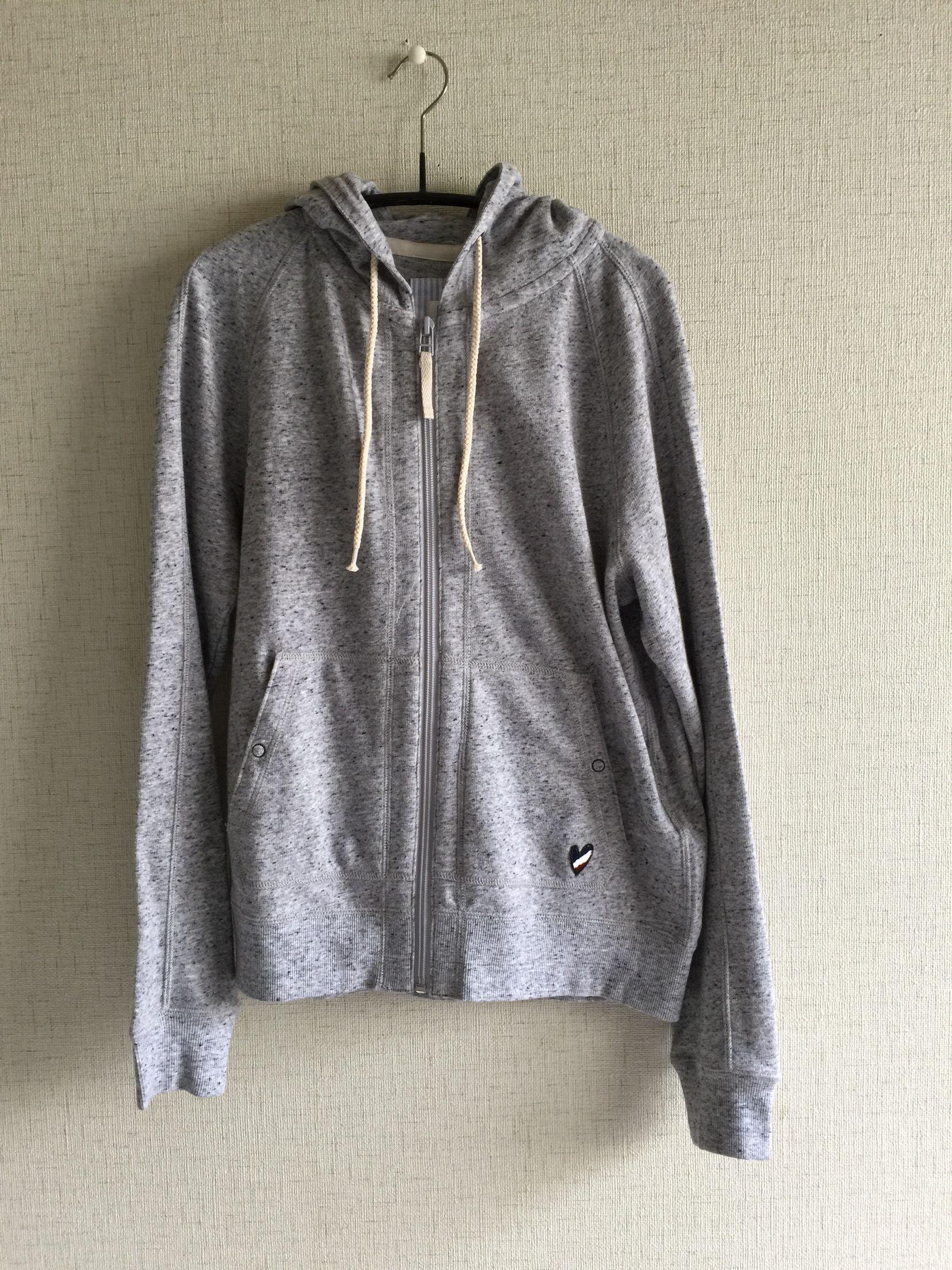 2015年3月PLST。習字対策。セーターの上からでも羽織れるパーカーを探して。初プラステです。ものすごい伸びるのね。びっくり。これぐらいの価格帯で上手にお洒落できるようになりたいわ。6000円ぐらい。