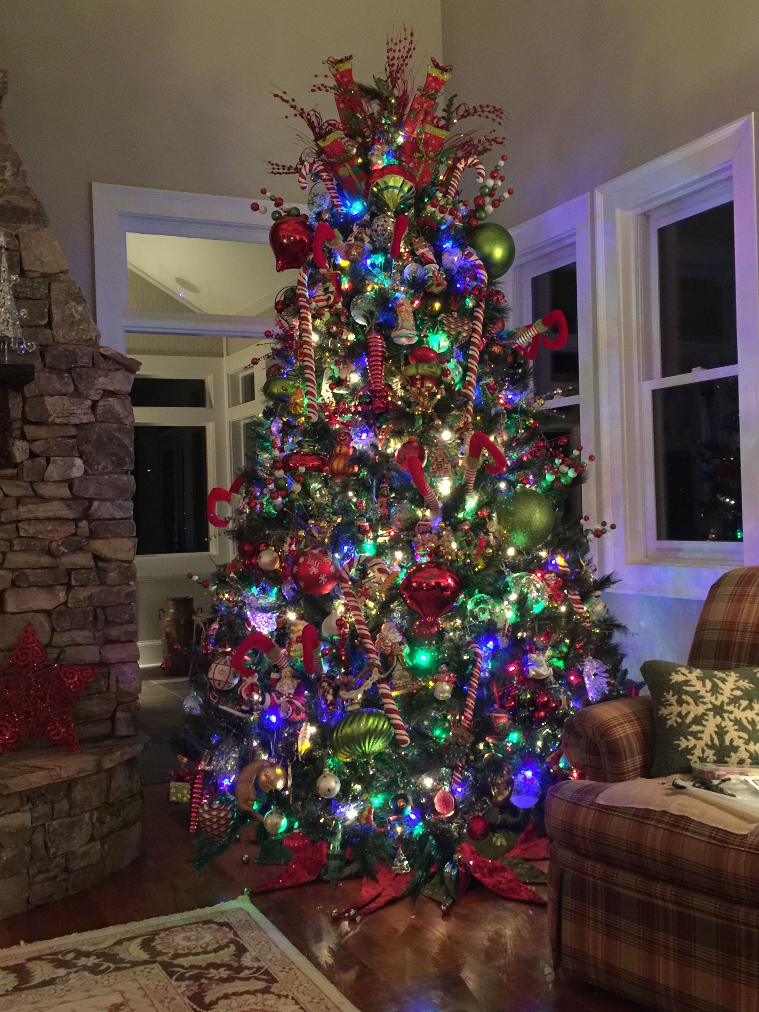 16++ Decorated christmas trees with colored lights ideas