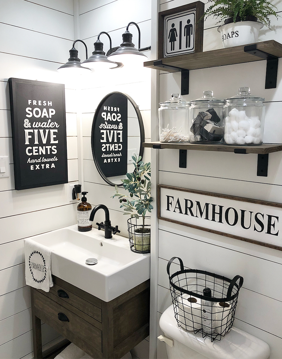 24 Ideas To Decorate And Organize A Small Bathroom With A Tight Budget Bathroom Farmhouse Style Farmhouse Bathroom Decor Small Bathroom Decor