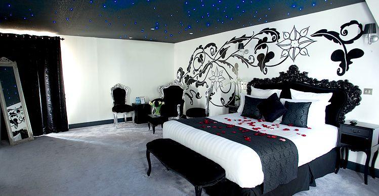 week end romantique avec jacuzzi proche paris suite nuptiale plafond et miroirs. Black Bedroom Furniture Sets. Home Design Ideas