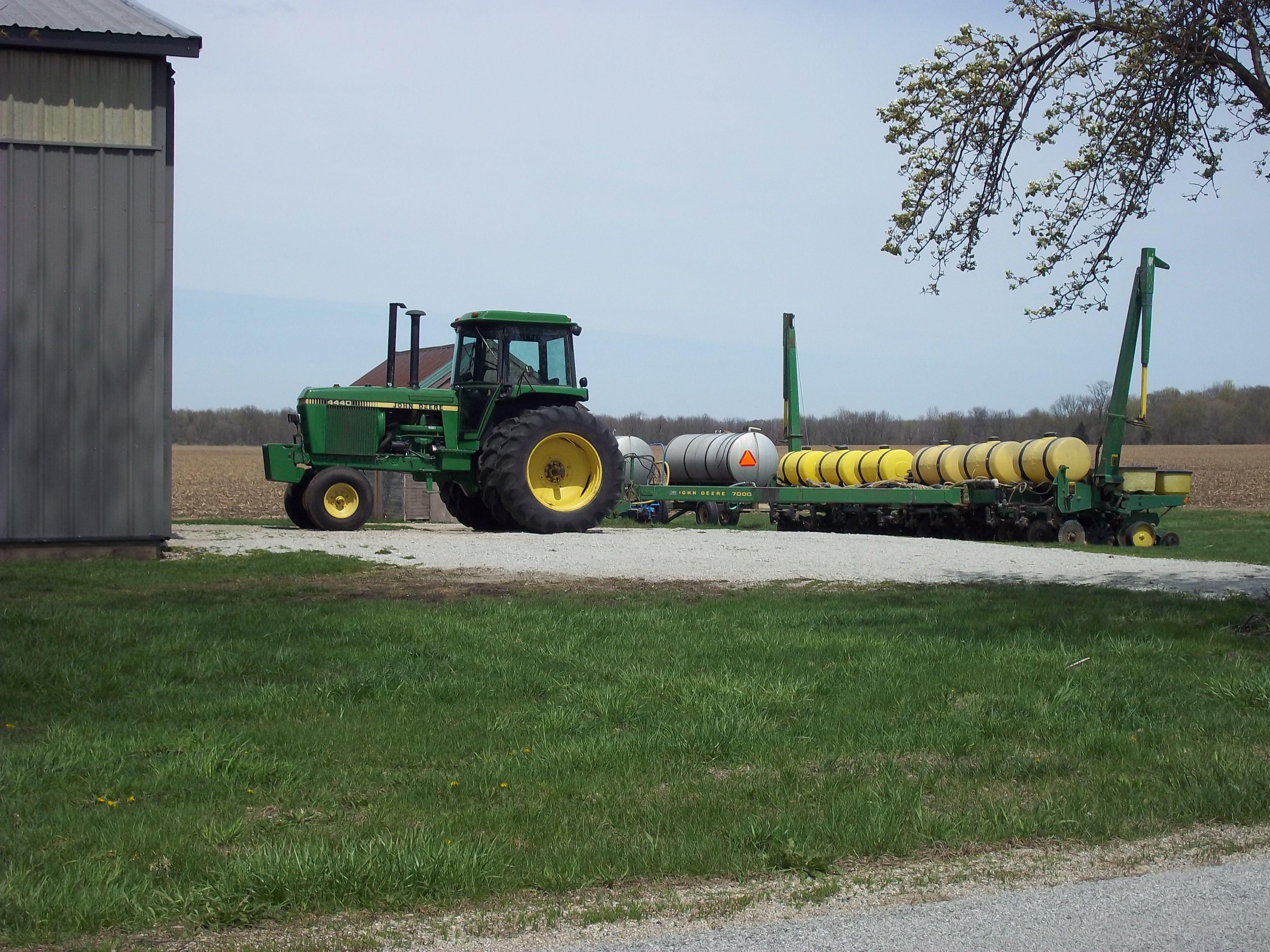 John Deere 4440 With 7000 Corn Planter Cool Machines Tractors