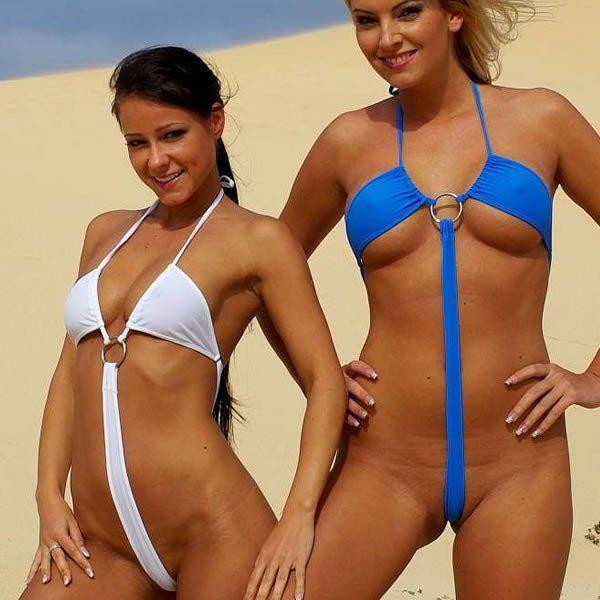 девчонки веселятся на пляже в супер мини бикини вас, было гораздо