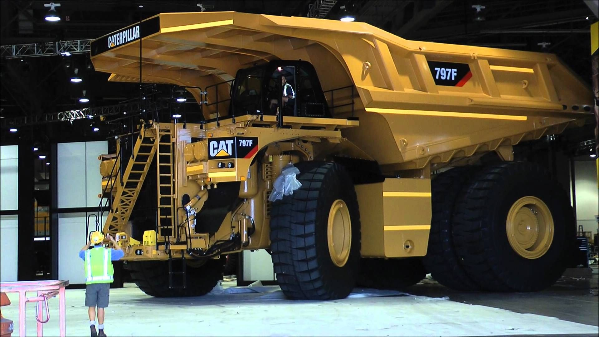 biggest dumptruck in the world caterpillar 797f caterpillar pictures pinterest models. Black Bedroom Furniture Sets. Home Design Ideas