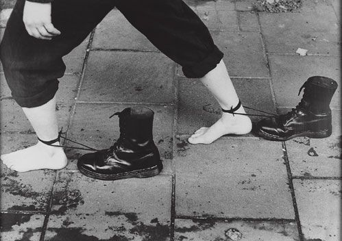 Mona Hatoum, Roadworks (Performance-Still), 1985