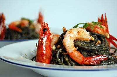 Black Spaghetti dressed in Xmas colours - Spanish Recipes by Núria