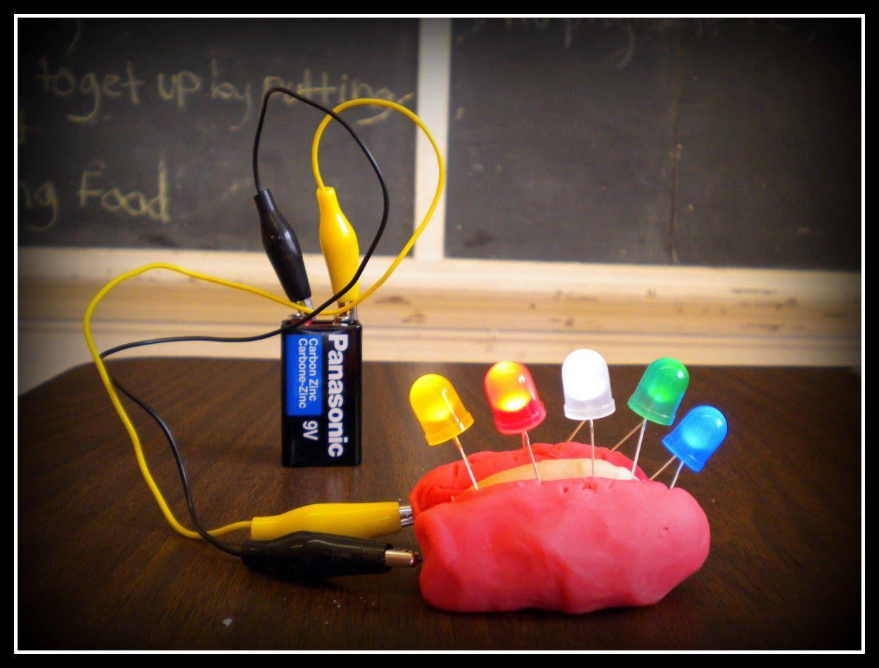 Si tenemos una masa conductora y otra que no conduce podemos hacer circuitos de electronica