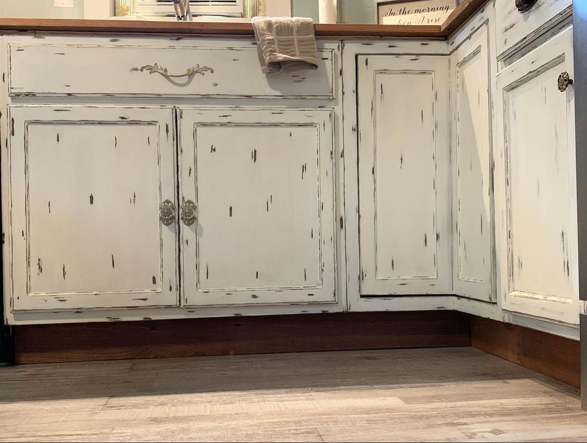 Mix Matched Cabinet Hardware Rustic Kitchen Cabinets Rustic Kitchen Kitchen Cabinets