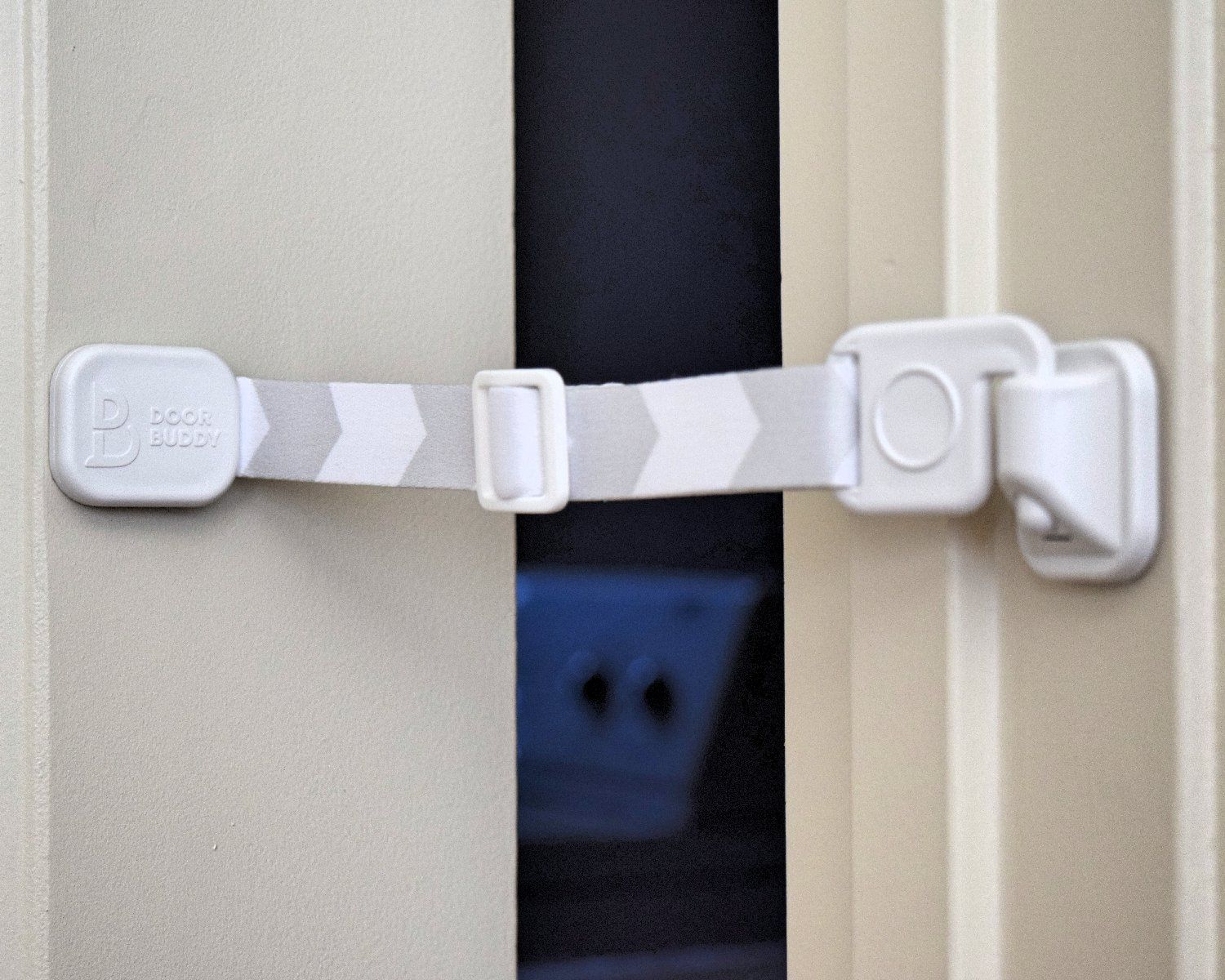 Door Buddy Door Latch Plus Door Stop Keep Dog Out Of Litter Box And Prevent Door From Closing Easy Cat And Adult En Dog Proof Litter Box Door Straps Cat Door