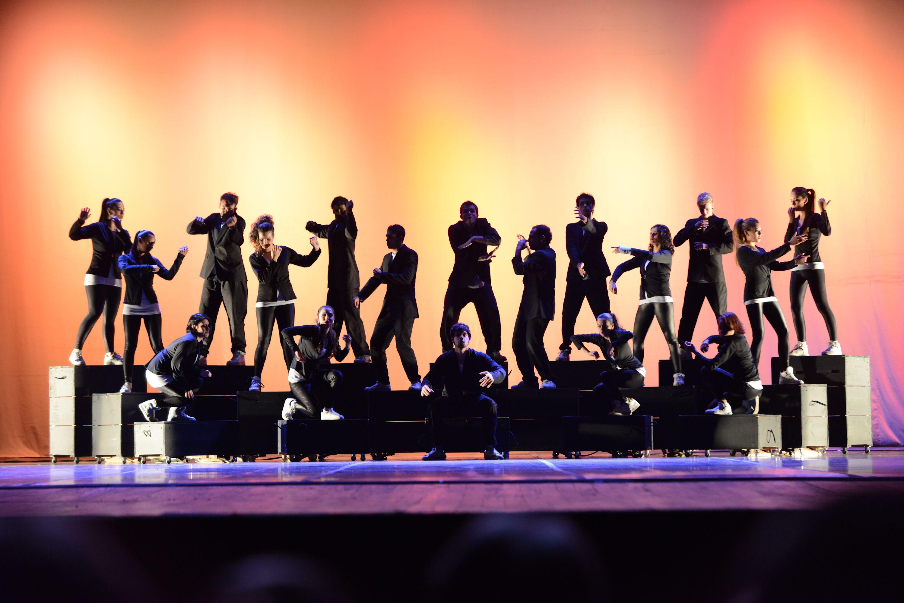 """3° Lugar - Danças Urbanas - Conjunto - Avançada. Lótus Cia de Dança (PR), com a coreografia """"Desconcerto"""". Crédito: Dashmesh Photos/Claudia Baartsch"""