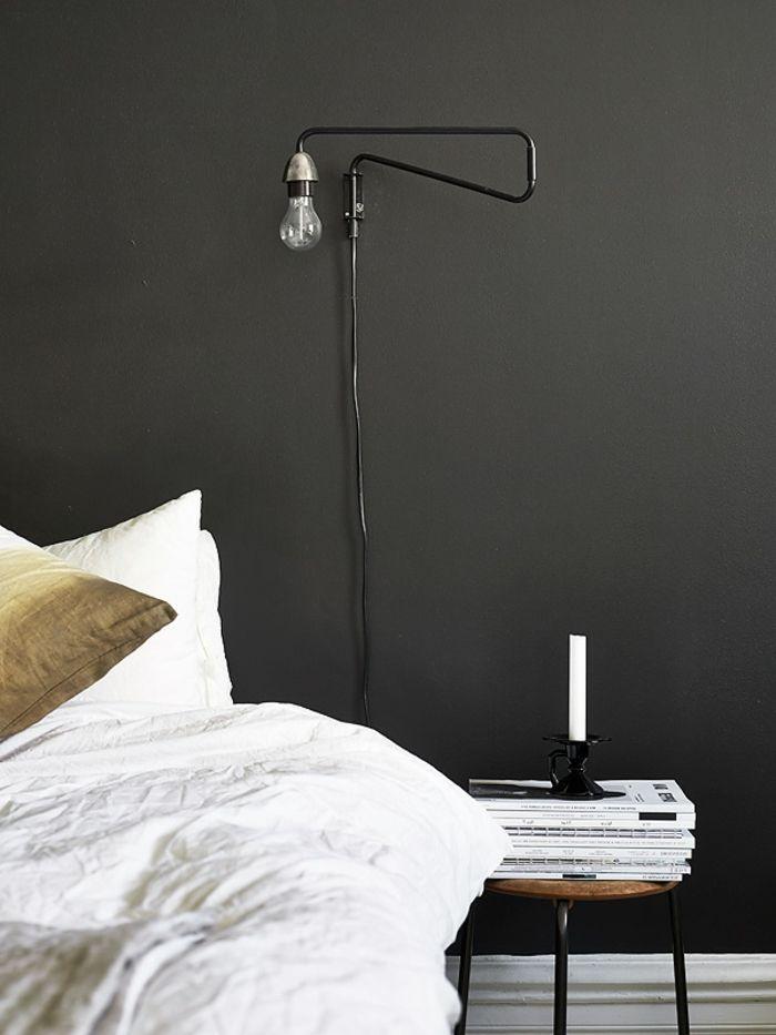 Schwarze Wandfarbe Weiße Bettwäsche Schlafzimmer