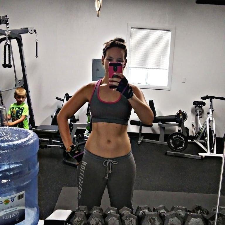 Working those abs  I'm loving my new ab workout I designed.  #fitnessaddict #fitfam #fitnesstrainer...