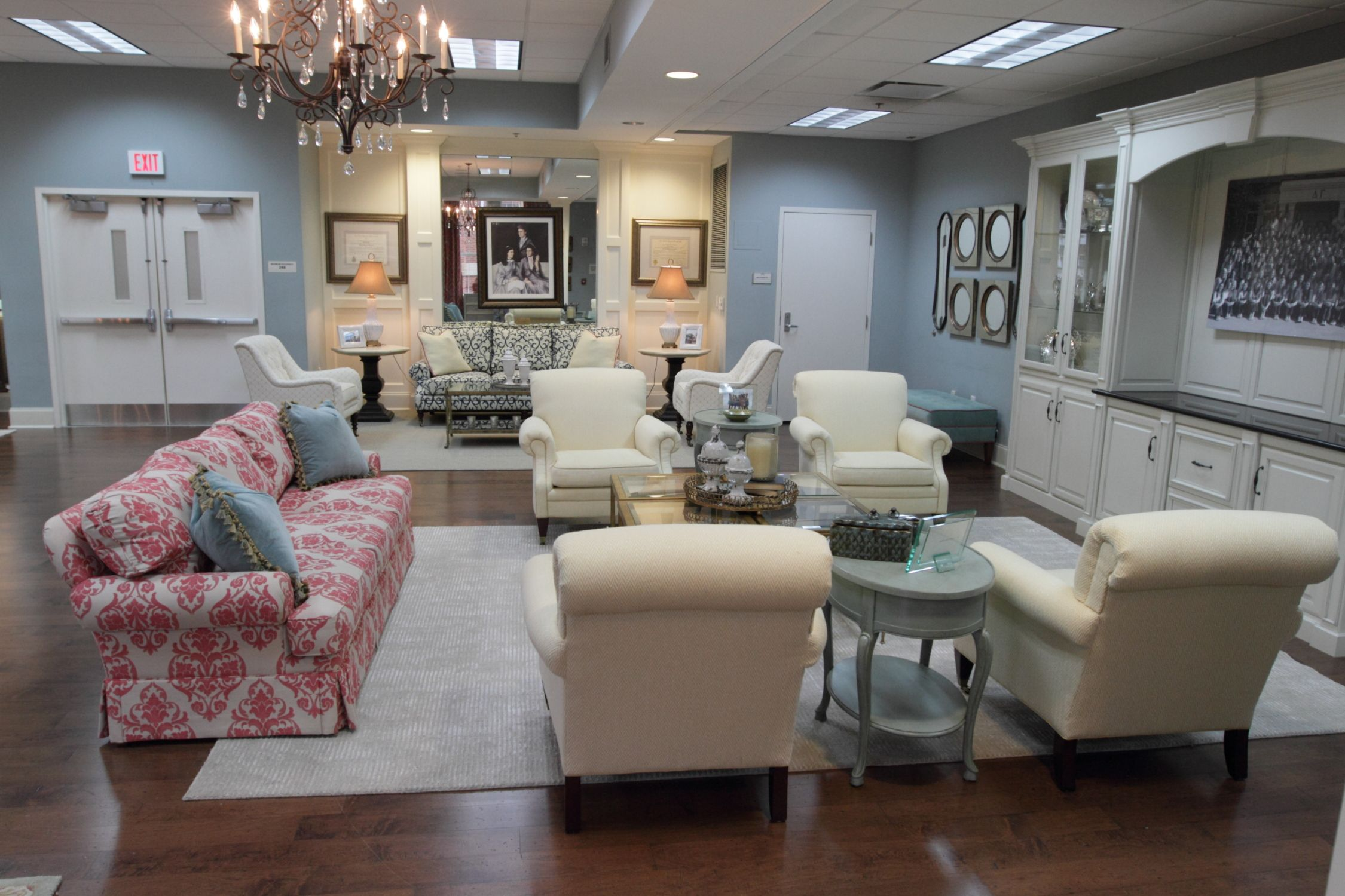 Seating arrangements damask fabric compilation of - Auburn university interior design program ...
