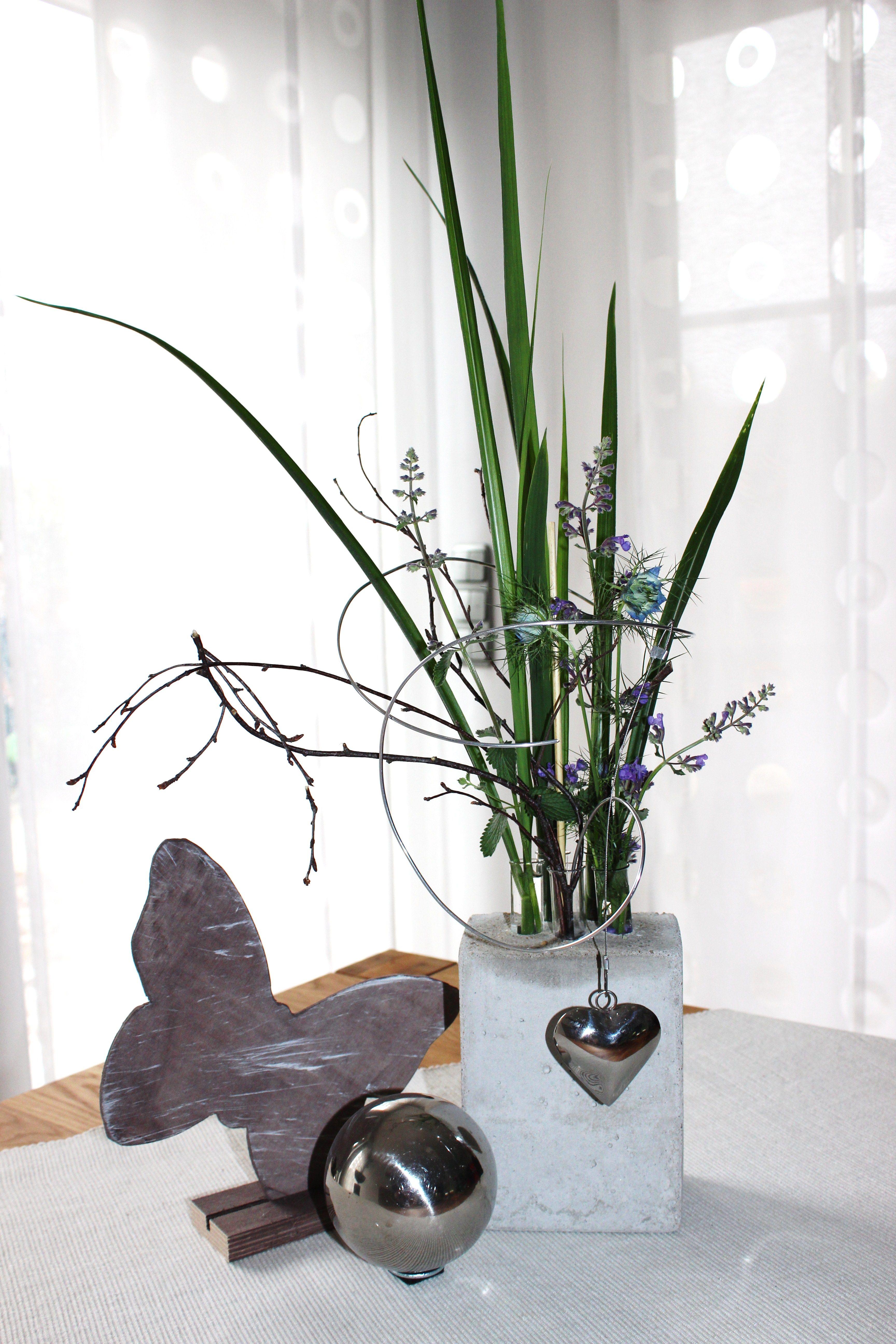 vase aus beton mit reagenzgl ser f r die eigene lieblingsblume incl draht und ein. Black Bedroom Furniture Sets. Home Design Ideas