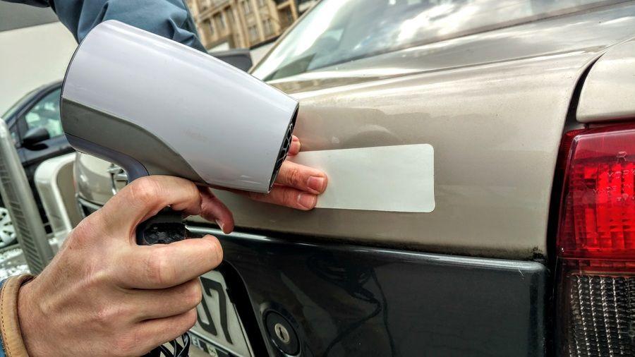 30 Auto Tipps Und Tricks Zum Geld Und Zeit Sparen Aufkleber Entfernen Tricks Auto Aufkleber