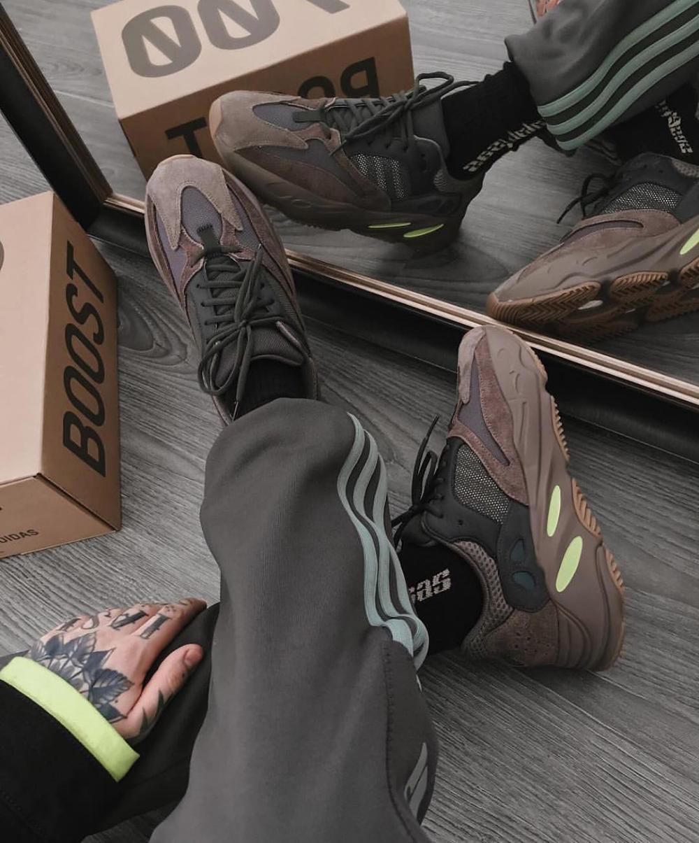 Yeezy 700 Mauve Outfit Ideas : yeezy, mauve, outfit, ideas, Yeezy, Mauve, Disponibles, Wethenew.com, @igortepliakov, #WETHENEW, Outfit,, Yezzy, Shoes,, Shoes