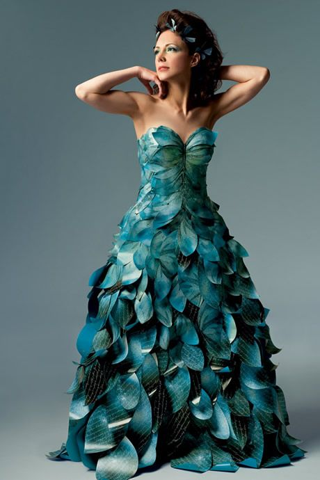 The colorful wedding dress for the brides to look striking and ...