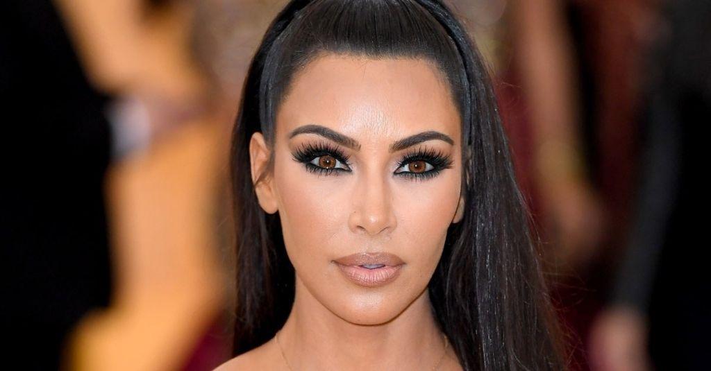 Kim Kardashian S Navy Blue Hair Is Surprisingly Easy To Diy Navy