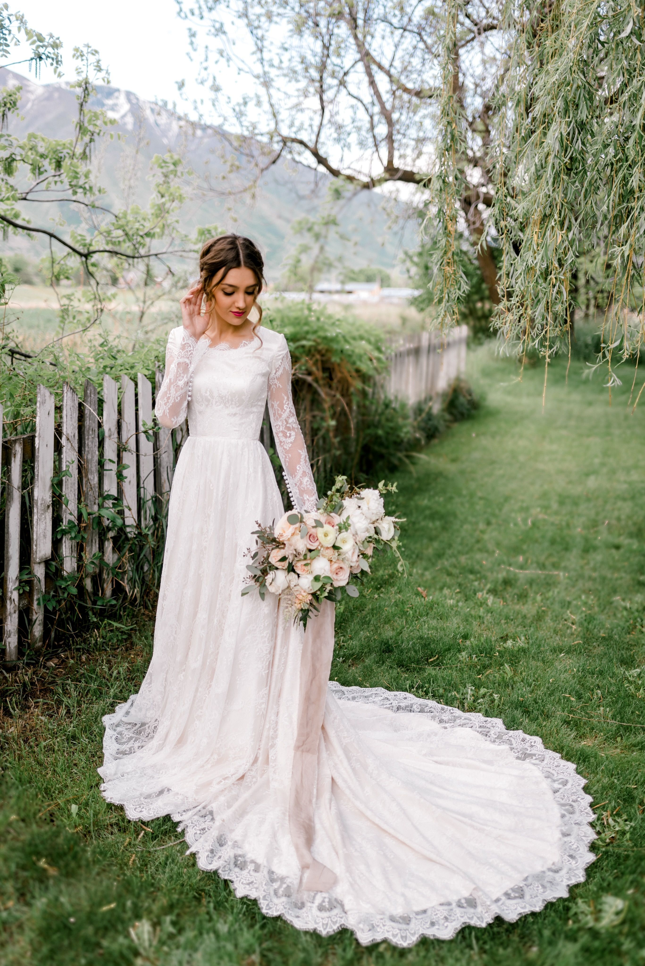 Fashion Long Sleeve Wedding Dress Couples Matching Outfits For Wedding Gri In 2020 Long Sleeve Wedding Dress Lace Lace Wedding Dress With Sleeves Aline Wedding Dress [ 4096 x 2734 Pixel ]
