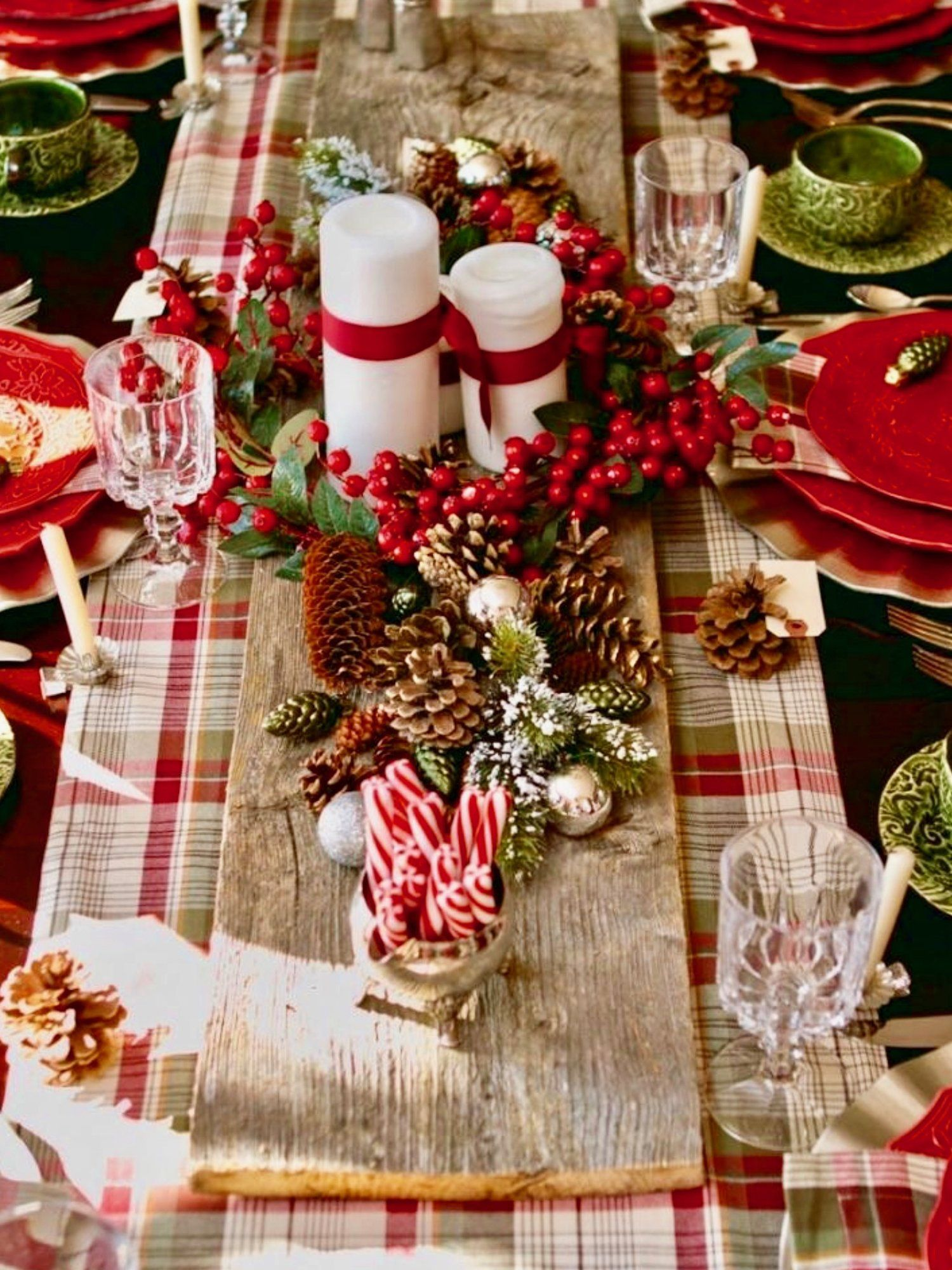 Top 250 Christmas Table Decorating Ideas On Pinterest Styleestate Christmas Table Decorations Christmas Centerpieces Rustic Christmas