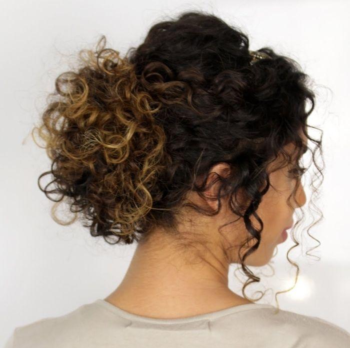 1001 + façons d'expérimenter avec une jolie coiffure cheveux frisés   Cabelo, Penteados e Cachos