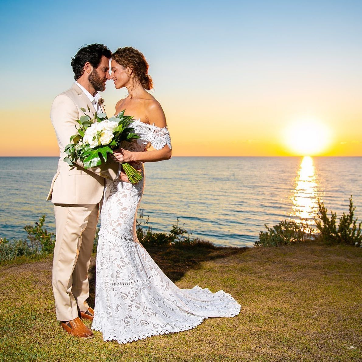 Beautiful Sunset Elopement Wedding In 2020 Elope Wedding Caribbean Wedding Bahamas Wedding
