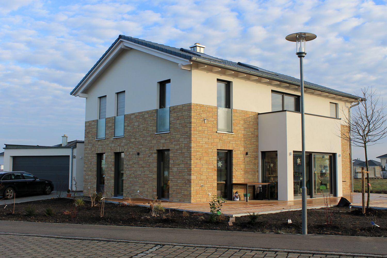 Fassade Modern einfamilienhaus holzhaus satteldach hausanbau mit fla chdach fassade