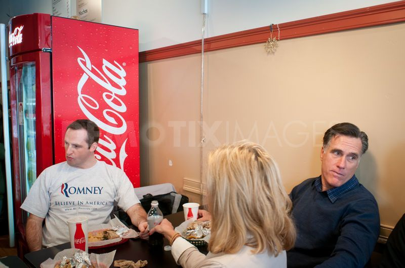 mitt romney lunch | Presidential hopeful Mitt Romney campaigns in Concord, New Hampshire