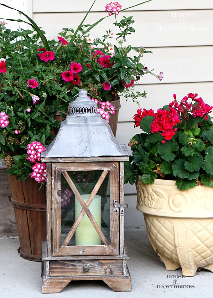 Summer Porch Decorating Ideas And Inspiration Using Farmhouse Touches Vintage Items Plenty Of Annual