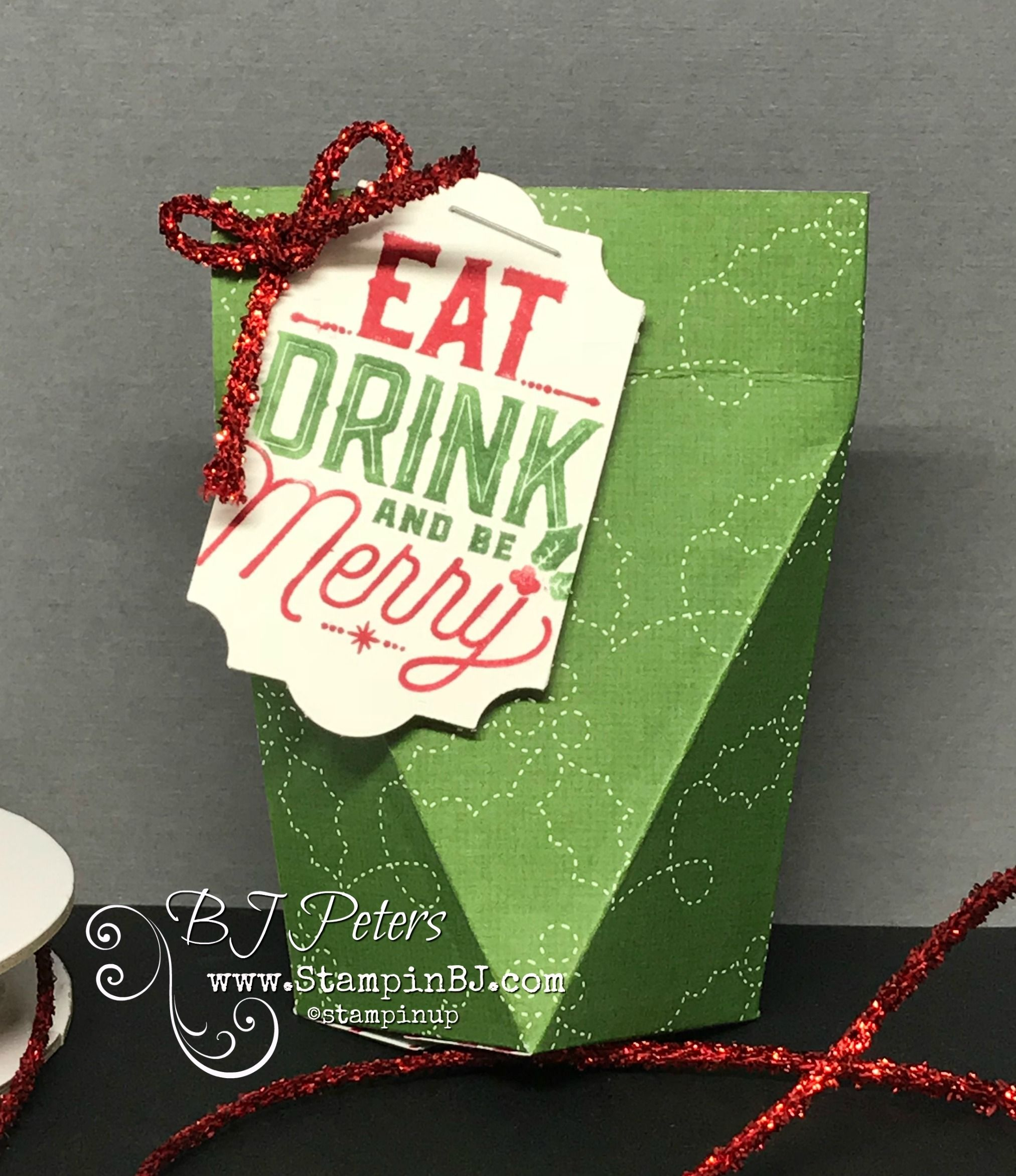 LOVE these easy to make Self Closing Box! Perfect for a Treat for ...