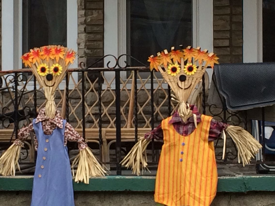 Make Your Own Rake Scarecrow Couple
