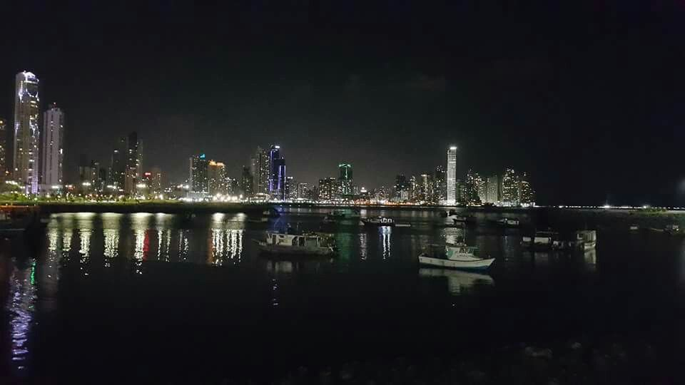 Ciudad De Panamá Nocturna At Night Panama Paisajes Landscape