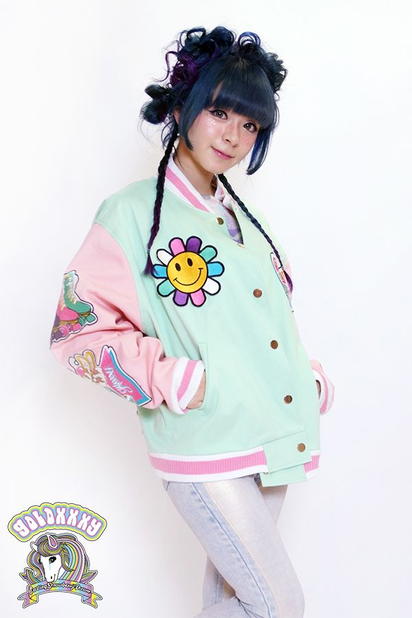 tokyo kawaii galaxxxy!! Japanese Fashion Brand, galaxxxy is essentially madcap world influenced by past and future music, Japanese Anime, and comet scattered virtual world. collaborating with many artists.