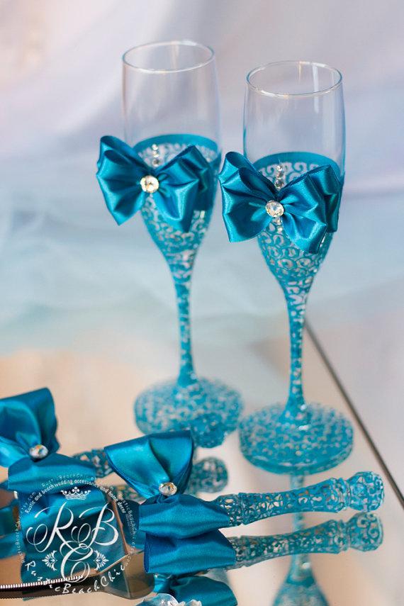 Bride And Groom Toasting Glasses Turquoise Wedding Cake