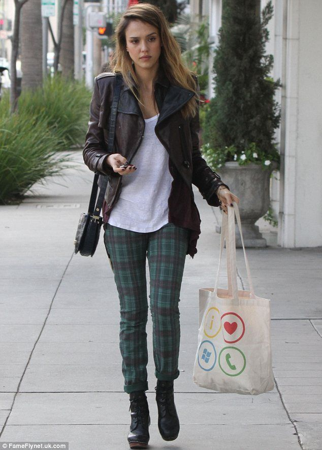 Jessica Alba ferries Haven around in a baby carrier and keeps ...