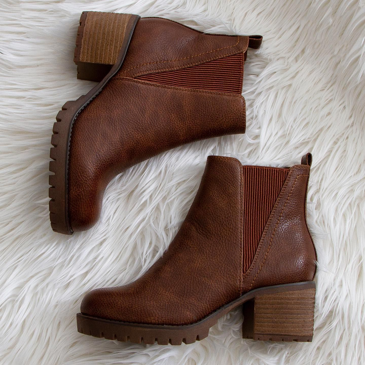 Mia Shoes Jody Booties in Luggage Brown