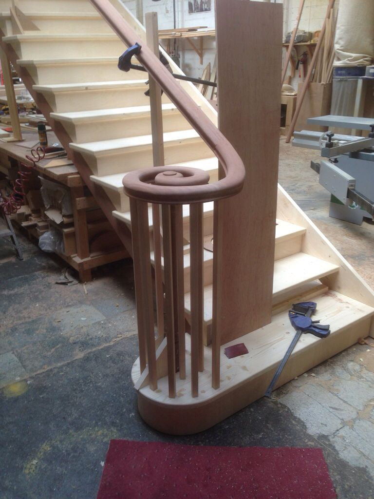 Best Continuous Wreathed Handrail In Hardwood Manufactured By 400 x 300