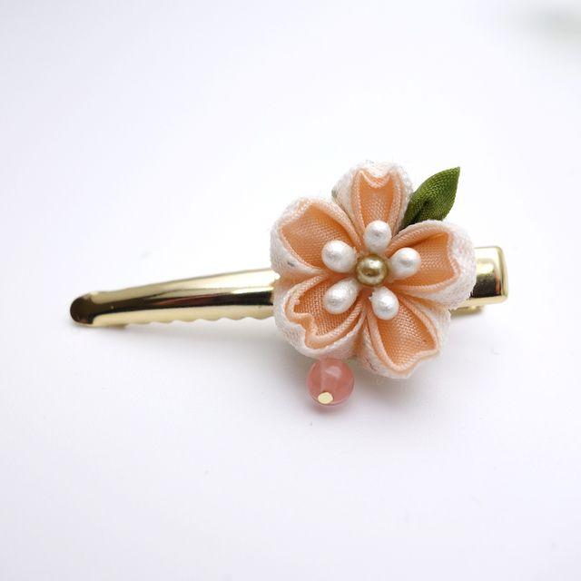 こぼれ桜のヘアクリップ つまみ細工 ヘアクリップ 髪飾り