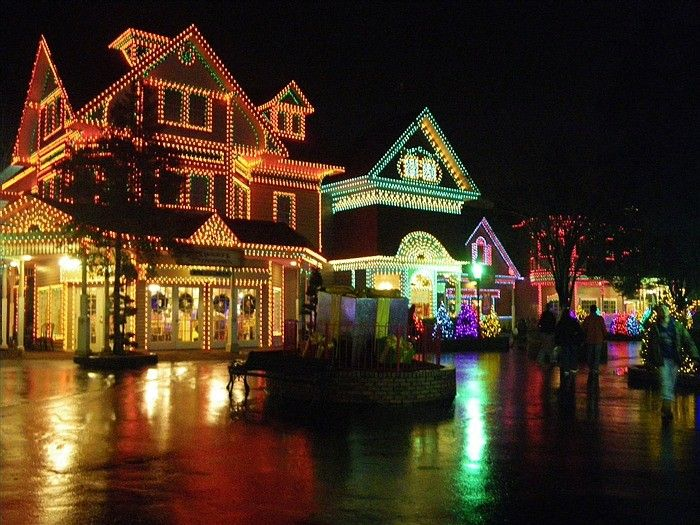 5) Pigeon Forge Christmas   Dollywood